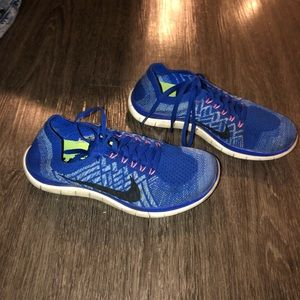 Nike sz 8 blue & pink fly knit free running shoes